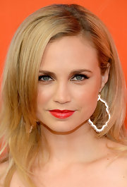 Fiona Gubelmann smoldered with her sexy red lipstick during the FXX Network launch.
