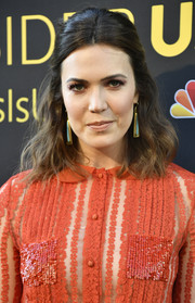 Mandy Moore paired her 'do with elegant dangling earrings by Irene Neuwirth.