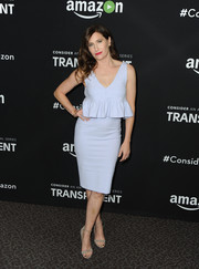 Kathryn Hahn opted for simple styling with a pair of taupe ankle-strap sandals.