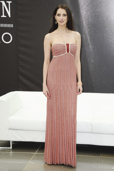 Frederique Bel looked oh-so lovely in this pale red pleated gown with a thin halter strap.