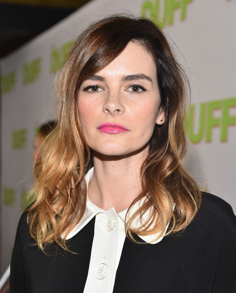 Kelly Oxford attended the fan screening of 'The Duff' wearing her hair in tousled waves.