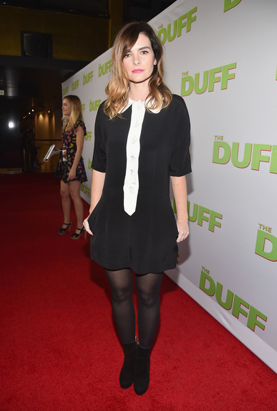 Kelly Oxford completed her red carpet attire with a pair of black suede ankle boots.