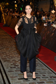 Katherine Waterston attended the world premiere of 'Fantastic Beasts: The Crimes of Grindelwald' wearing a flirty sheer-panel LBD by The Row.