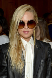 Rachel Zoe sealed off her look with a pair of dangling chain earrings.