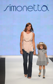 Cristina Parodi made her way down the runway of 'Children in Crisis' in very flattering dark-washed denim jeans.