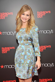 Britt Robertson was downright gorgeous at Fashion's Night Out in this lovely print dress.