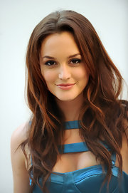 Leighton was all smiles as she showed off her long brunette curls.