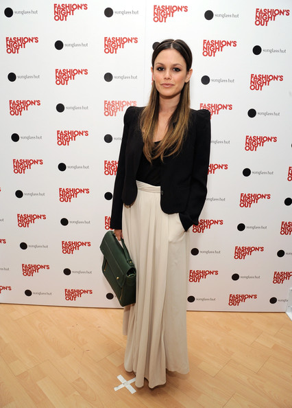 For a pop of color to her monochrome outfit, Rachel Bilson accessorized with a green leather briefcase.