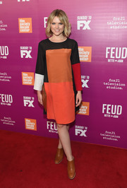 Erin Richards sealed off her look with a pair of tan booties.