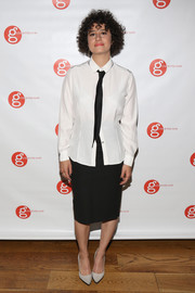 Ilana Glazer went androgynous with this button-down, necktie, and pencil skirt combo at the Girls Write Now Awards.