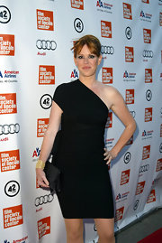 Molly Ringwald oozed sophistication in a one-shoulder LBD.