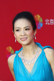 Zhang Ziyi highlighted her neckline with a diamond collar necklace at the International Film Festival.