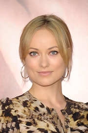 Olivia Wilde attended the premiere of 'The Five Year Engagement' wearing a pair of gold squiggle hoops.