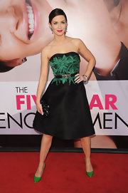 Emily carried this glimmering black clutch with her Jason Wu dress at the 'Five Year Engagement' premiere.