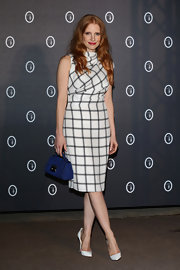 Jessica Chastain injected some color via a royal-blue leather purse by Trussardi.