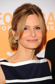 Kyra Sedgwick attended the 2012 Can-Do Awards Dinner wearing her hair in a casual updo featuring a long face-framing strands.