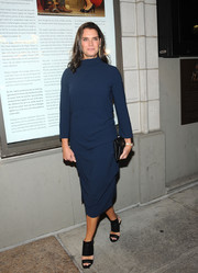 Brooke Shields teamed her dress with a pair of black broad-strap heels.