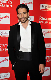 Miguel Angel Silvestre went for some classic elegance with a black satin-lapel tux.