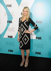 Lucy Punch completed her look with a pair of nude platform sandals.