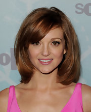 Jayma Mays looked darling in petal pink lipstick with a slight sheen.