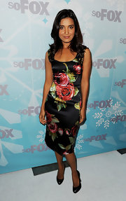 Shelley Conn looked perfectly ladylike in classic black leather pumps.