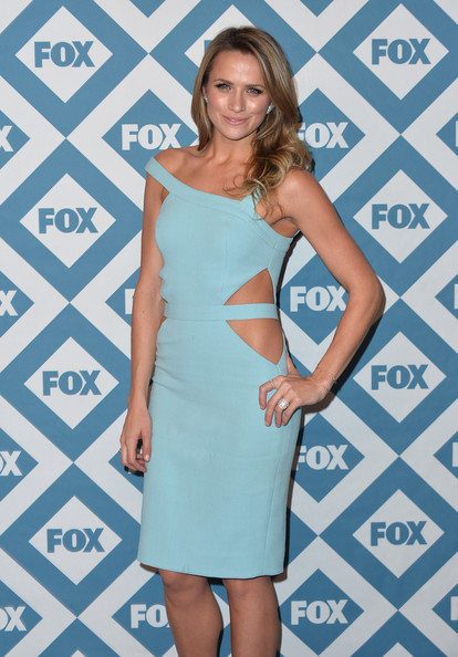 More Pics of Shantel VanSanten Cutout Dress (1 of 8) - Shantel VanSanten Lookbook - StyleBistro