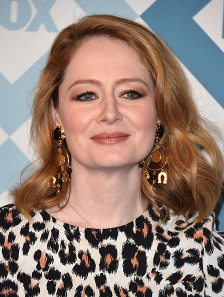 Miranda Otto went to the Fox All-Star party wearing her hair in high-volume waves.