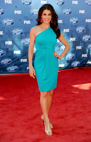 Samantha Harris added glimmer to her teal one-shoulder dress with gold T-strap sandals.