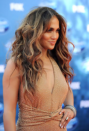 Jennifer Lopez showed off her voluminous mane that was full of large curls. Soft honey-blond highlights helped illuminate her look.