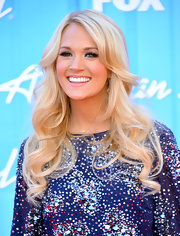 Carrie Underwood wore her hair in pretty cascading curls for the 'American Idol' finale.