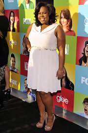 Amber showed off her heavenly white frock while hitting the 'Glee' red carpet.