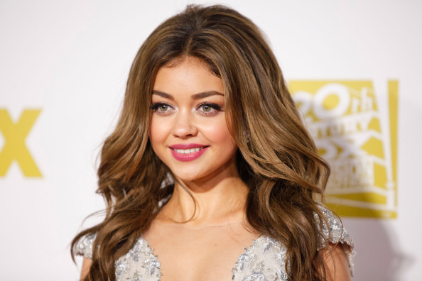 More Pics of Sarah Hyland Dark Nail Polish (1 of 11) - Nails Lookbook - StyleBistro