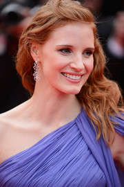 Jessica Chastain looked divine at the 'Foxcatcher' premiere wearing Tesiro diamond chandelier earrings with her wavy half-up 'do.