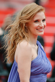 Jessica Chastain looked like a goddess at the 'Foxcatcher' premiere with her tousled waves teamed with a one-shoulder dress.