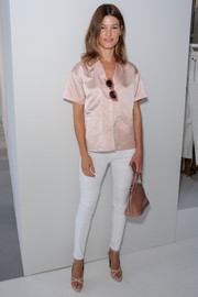 Hanneli Mustaparta chose a simple pink silk blouse for the Frame Denim presentation.