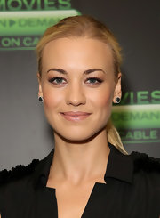 Yvonne's blonde ponytail looked sleek and chic at Comic-Con.