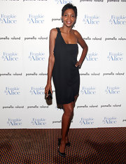 Roshumba Williams looks elegant in sophisticated black satin evening pumps. She paired the bow adorned heels with a flattering one shoulder dress.
