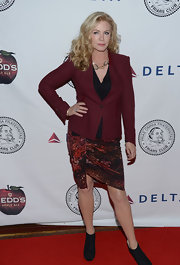 Shsnnon Tweed chose a splatter-print skirt with an asymmetrical hem for her red carpet look at the Friars Club roast of Jack Black.