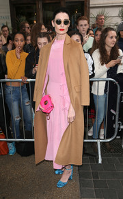 Erin O'Connor's blue velvet pumps made a striking contrast to her pink frock.