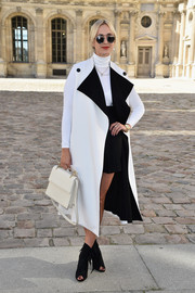 Elisabeth von Thurn und Taxis donned a stylish white coat with contrasting black lapels for the Christian Dior fashion show.