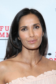 Padma Lakshmi left her long hair loose with an off-center part when she attended the Broadway opening of 'Fully Committed.'