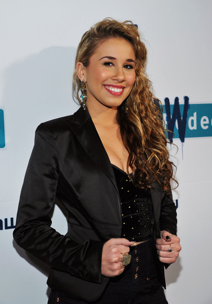 More Pics of Haley Reinhart Long Curls (1 of 3) - Haley Reinhart Lookbook - StyleBistro