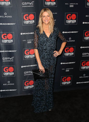 Kaitlin Olson styled her dress with a black envelope clutch.