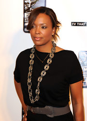 Aisha Tyler paired her simple top with a standout chunky link necklace.