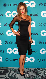 Samara Weaving attended the GQ Men of the Year Awards in a sexy black one-shoulder dress.