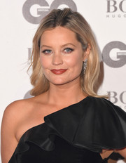 Laura Whitmore glitzed up her look with a pair of diamond chandelier earrings.