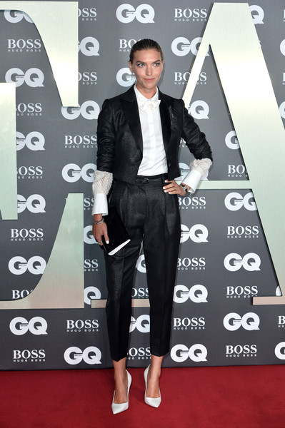 Arizona Muse teamed a cropped black pantsuit with a white blouse for the 2019 GQ Men of the Year Awards.