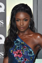 Leomie Anderson sported wet-look tresses at the 2019 GQ Men of the Year Awards.