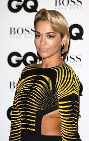 Rita Ora downplayed her kissers with a swipe of nude lipstick when she attended the GQ Men of the Year Awards.