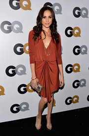 We loved the carefree draped style of Meghan's burnt orange knit dress at the GQ Men of the Year Party.